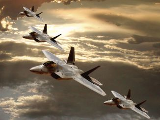 "مقاتلات ""أف-22 رابتور"""