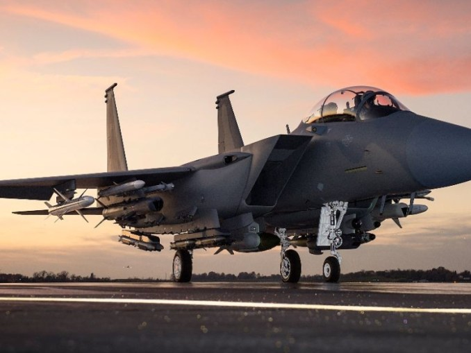مقاتلة أف-15 أس أيه