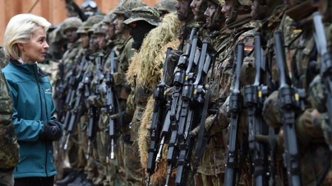 وزيرة الدفاع اورسولا فون دير ليين تزور عناصر من الجيش الألماني