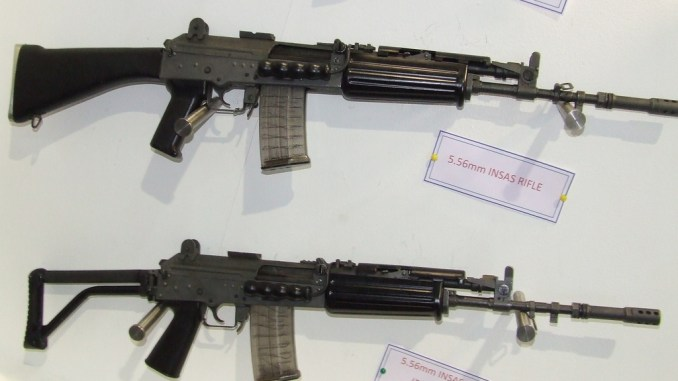 بندقيتان من نوع INSAS