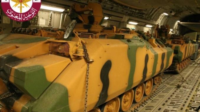 دبابات تابعة للقوات التركية في طريقها إلى قطر