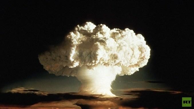 صورة لأول تجربة أميركية للقنبلة الهيدروجينية عام 1952