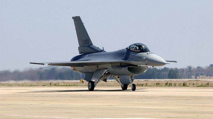 مقاتلة أف-16 تابعة لسلاح الجو الأميركي