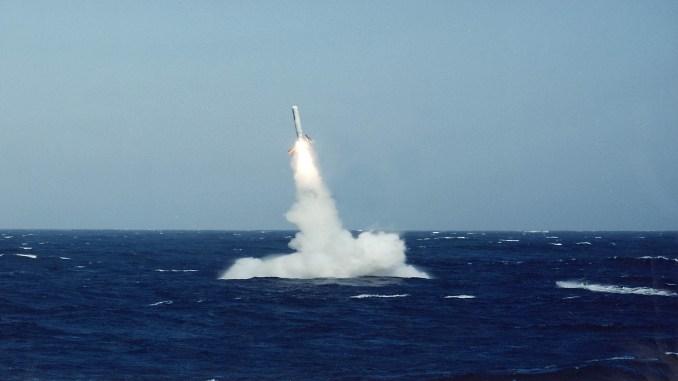 عملية إطلاق صاروخ توماهوك