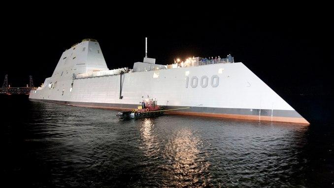 مدمرة زوموالت DDG 1000 الأميركية في حوض بناء السفن التابع لشركة General Dynamics في 28 أكتوبر 2013 (U.S Navy)