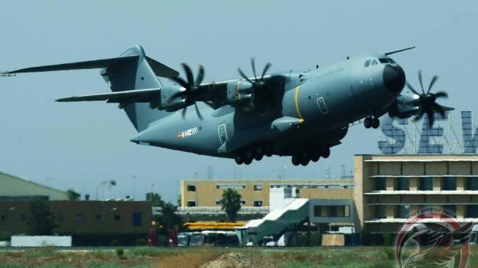 طائرة نقل A400M تابعةللقوات الجوية الإسبانية تقلع من منشآت تجميع إشبيلية (بوابة الدفاع المصرية)