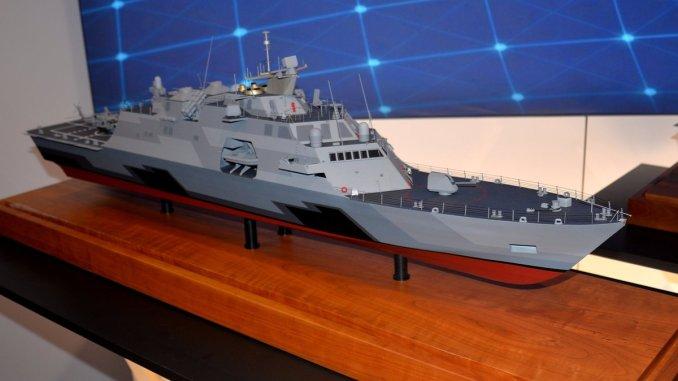 مجسّم لسفينة القتال الساحلي LCS الخاصة بالبحرية السعودية