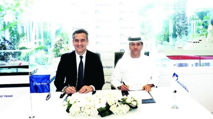 خالد المزروعي وليو بانتازوبولوس خلال توقيع مذكرة التفاهم في 22 كانون الثاني/ يناير