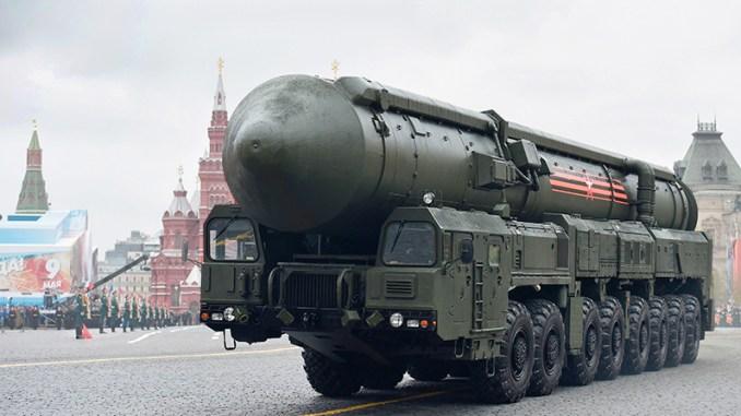 صاروخ يارس RS-24 الروسي الباليستي العابر للقارات خلال العرض العسكري في يوم النصر في موسكو في 9 أيار/ مايو 2017 ( فرانس برس)
