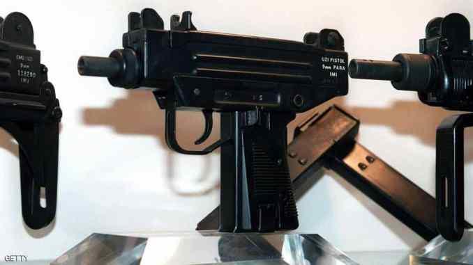 بندقية عوزي الإسرائيلية (سكاي نيوز)