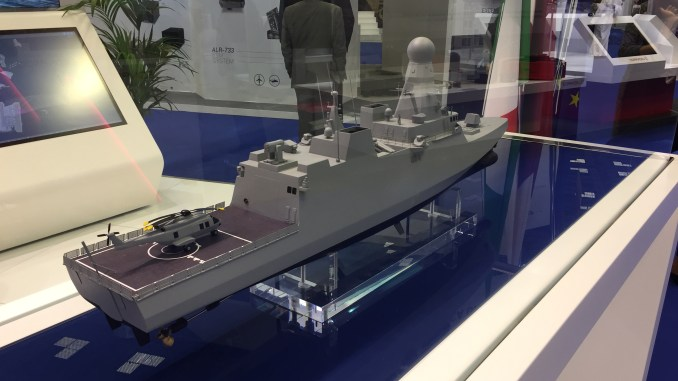 """الطراد (Corvette) الخاص بالبحرية القطرية في جناح شركة """"فينكانتييري"""" الإيطالية خلال فعاليات معرض """"ديمدكس 2018"""" البحري في قطر (الأمن والدفاع العربي)"""