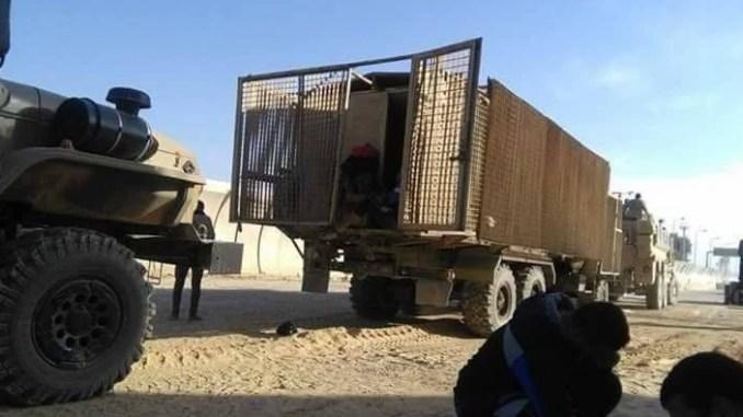 """تحركات عسكريين وأفراد الشرطة المصرية من خلال مناطق العمليات في شمال ووسط سيناء بما في ذلك مركبات """"أورال"""" وعربات مخصصة لمقاومة الألغام والعبوات الناسفة والكمائن (Mahmoud Gamal – Twitter)"""