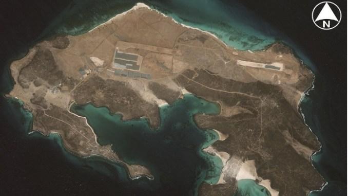 صورة لمخطط المدرج الذي كانت تبنيه دولة الإمارات على جزيرة ميون اليمنية وفق ما يُظهر القمر الإصطناعي في 11 آذار/مارس الماضي، ولكن يبدو أن العمل على المدرج توقف في تشرين الأول/أكتوبر 2017 (2018 DigitalGlobe, Inc)
