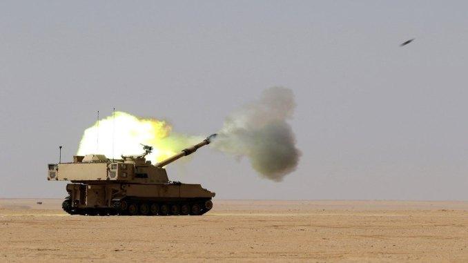 جنود يجرون تمارين حية باستخدام مدفع Paladin في الكويت يوم 30 آب/أغسطس 2017 (الحرس الوطني الأميركي)