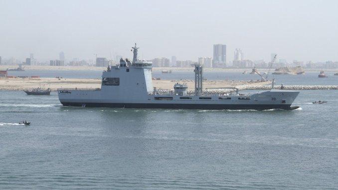 """سفينة الإمداد """"PNS MOAWIN"""""""