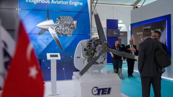 لقطة لشركة TEI التركية الخاصة بتصنيع المحركات في إحدى المعارض العسكرية (وكالة الأناضول)