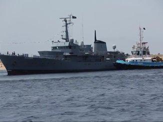 """لحظة وصول سفينة """"الكرامة"""" (Al-Karama) الليبية إلى ميناء بنغازي في 17 أيار/مايو الجاري (موقع تويتر Oded Berkowitz)"""