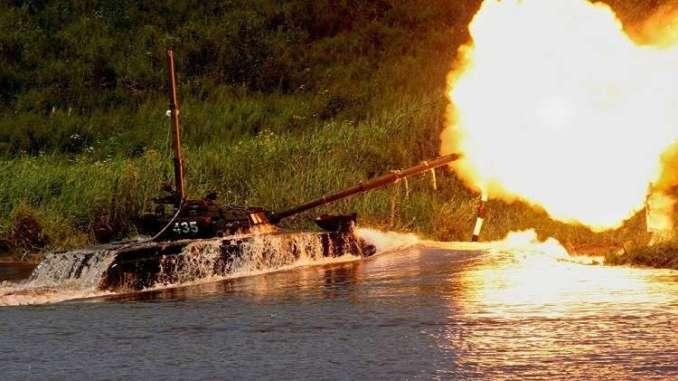 دبابة تجتاز مانع مائي