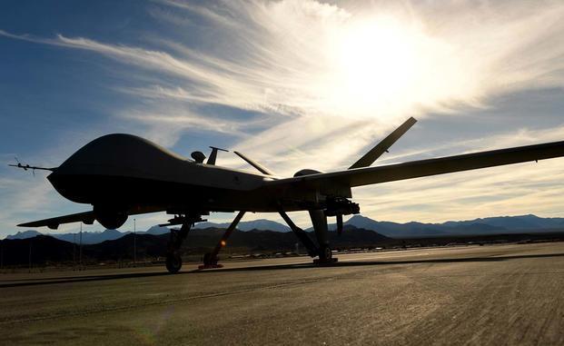 """طائرة """"أم كيو-9 ريبر"""" من دون طيار متمركزة على مدرج الطيران في قاعدة كريش الجوية في ولاية نيفادا الأميركية يوم 22 تشرين الثاني/نوفمبر 2016 (سلاح الجو الأميركي)"""
