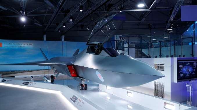 """نموذج عن مقاتلة الجيل السادس البريطانية التي كشف عنها وزير الدفاع غافن ويليامسون خلال معرض """"فارنبوروه للطيران 2018"""" في 16 تموز/يوليو الجاري (وكالة رويترز)"""