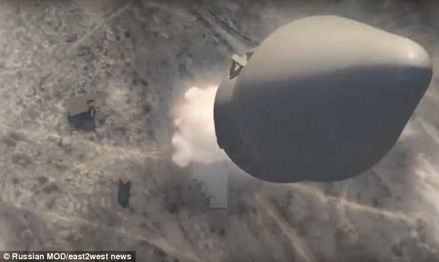 """الأسلحة النووية الفائقة التي يقول فلاديمير بوتين أنها يمكن أن تضرب أي مكان على الأرض تخضع حالياً لاختبارها من قبل روسيا. ظهرت لقطات مرعبة (في الصورة) من اختبارات الصواريخ، التي يقول الجيش أنها قد تمسح منطقة """"بحجم تكساس أو فرنسا"""" (وزارة الدفاع الروسية)"""