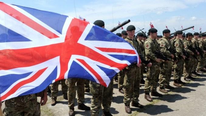 جنود بريطانيو يحضرون حفل الافتتاح لتمرين Noble Partner 2016 المشترك في منطقة تدريب Vaziani خارج تبليسي في 11 أيار/يو 2016 (AFP)
