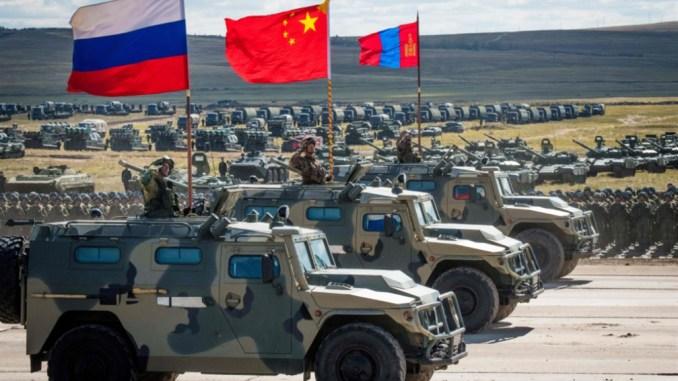 """قوات روسية صينية منغولية تشارك في تدريبات فوستوك 2018 - """"أ ف ب"""""""