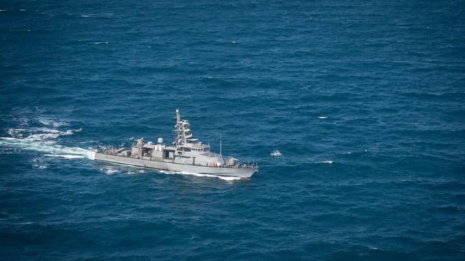 صورة خاصة بالبحرية الأميركية التُقطت في 25 آب/أغسطس 2016، تُظهر سفينة حربية دورية طراز USS Squall PC 7 أثناء عبورها في مياه الخليج (AFP)