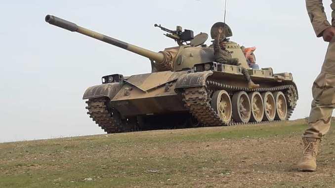 دبابة للقوات المسلّحة العراقية على الحدود مع سوريا