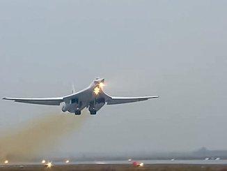 القاذفة الاستراتيجية الروسية تو-160