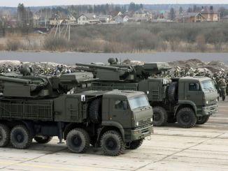 منظومة الدفاع الجوي بانتسير إس الروسية خلال تدريبات مشتركة إستعدادا للعرض العسكري بمناسبة عيد النصر