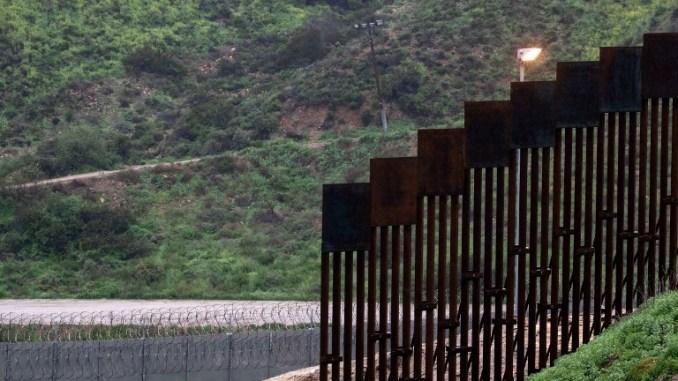 الجدار مع المكسيك