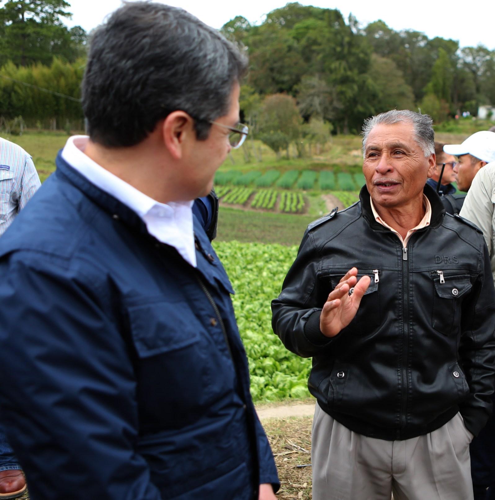 PRESIDENTE HERNANDEZ Y ANGEL SERAFIN SERVELLON