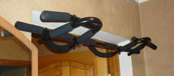Турник в дверной проем: удобное приспособление для разминки