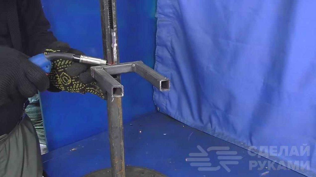 Устройство для снятия пружин с амортизаторов авто