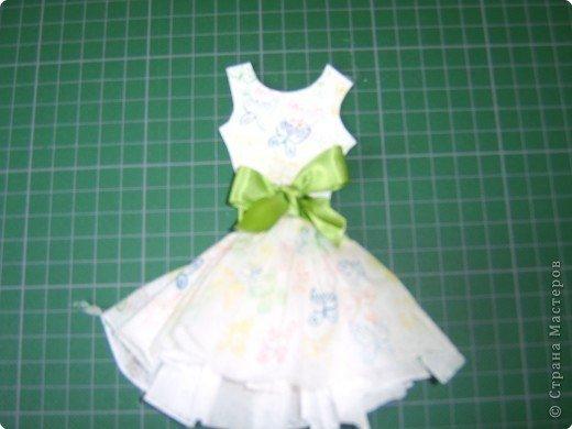 Платья для кукол из салфетки фото поэтапно