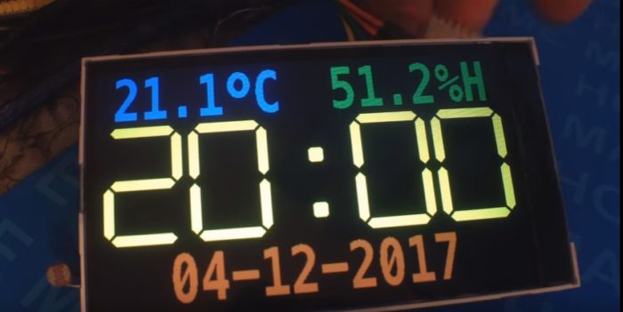 Clock with temperature sensor