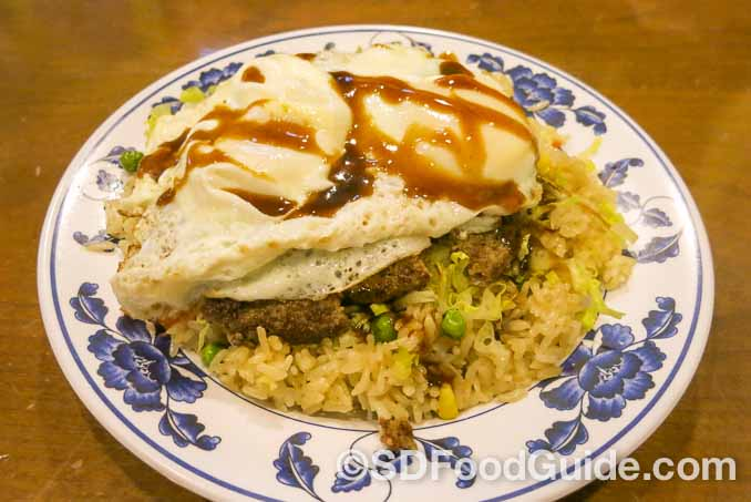 花冈Hanaoka集团旗下Junz餐厅的特色美食-Junz Loco Moco米饭汉堡。