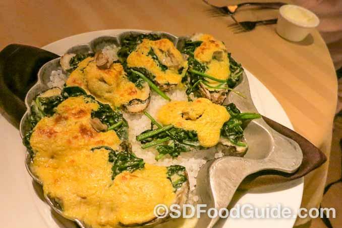 Silver Legacy赌场内的Sterling's海鲜牛排馆的前菜-海盐焗生蚝。(摄影:李旭生)