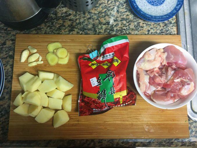 土豆烧鸡原料准备