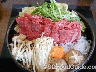圣地亚哥日式餐厅Oton的寿喜烧牛肉火锅材料丰富,使用上等USDA Prime级牛肉。