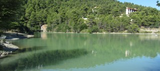 Drone video με θέα την λίμνη