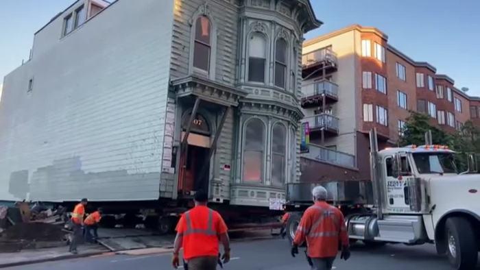 Un hombre cambia de barrio en San Francisco y se lleva su enorme casa de estilo victoriano | Internacional | Cadena SER