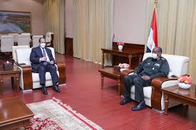 البرهان يلتقي رئيس المخابرات المصرية