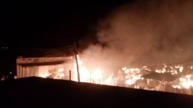 حريق هائل يقضي على سوق النجارين بالقصارف