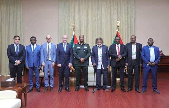 """عاجل : رئيس مجلس السيادة يلتقي رئيس الاتحاد الدولي لكرة القدم""""فيفا"""""""