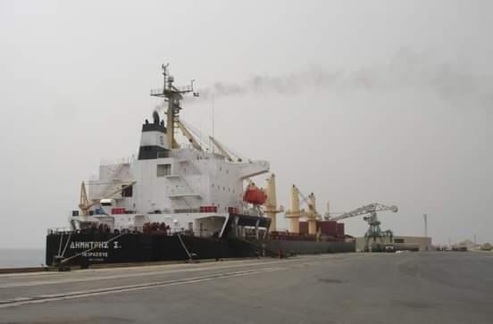 انتظام عمليات تفريغ المشتقات البترولية بصورة يومية بميناء الخير
