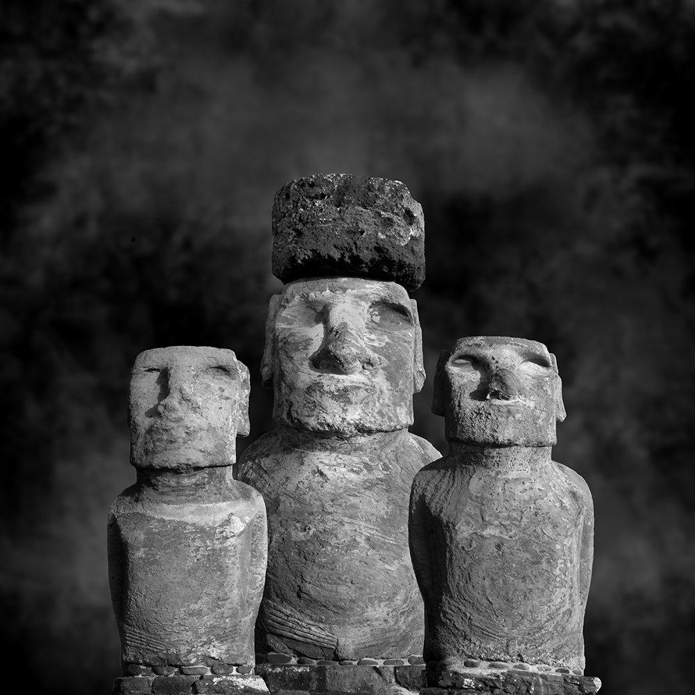 Cole Thompson -- Moai Sitting for Portrait No 30, 2015
