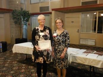 d10noy-julie-dangel-l-receives-award-from-sdna-vice-president-nancy-fahrenwald