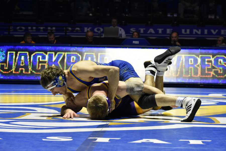 ABBY+FULLENKAMP%0ASenior+Luke+Zilverberg+wrestles+UNI+Logan+Ryan+in+the+165-pound+bout+during+he+meet+Jan.+21.+Zilverberg+defeated+Ryan+by+major+decision+of+15-1.+The+Jacks+beat+UNI+22-16.